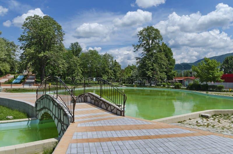 一部分的公园-喷泉和池塘 免版税库存图片