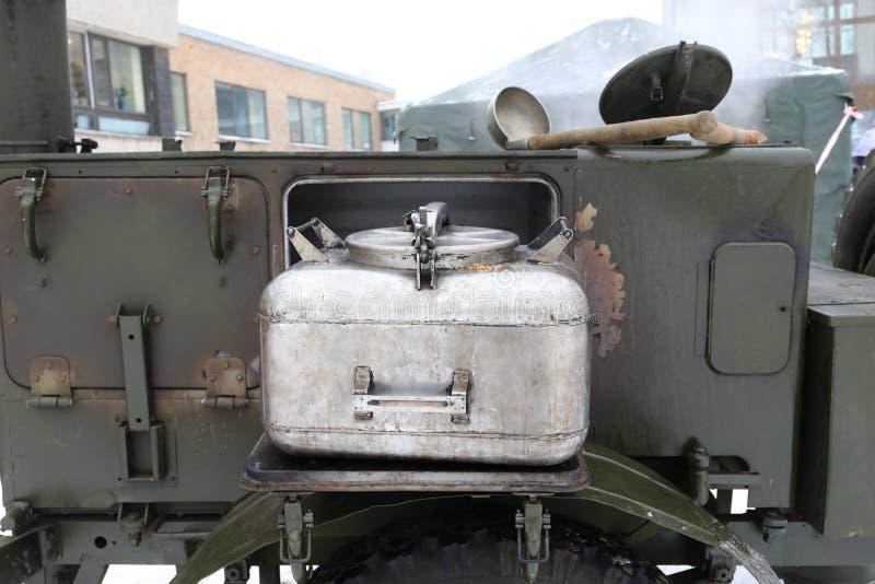一部分的军事野外用的全套炊具 免版税库存照片