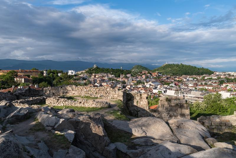 一部分的在Nebet tepe小山顶部的古老堡垒墙壁在普罗夫迪夫市, r 免版税图库摄影