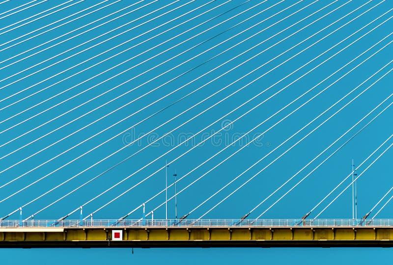 一部分的埃莱夫塞里奥斯・韦尼泽洛斯桥梁,西部希腊有蓝天背景 免版税库存照片
