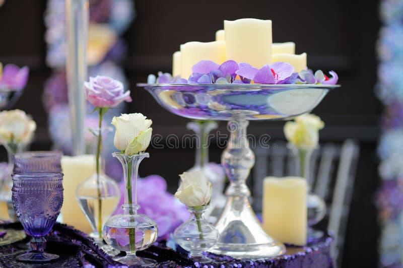 一部分的时髦的室内婚礼聚会或日期内部 免版税图库摄影