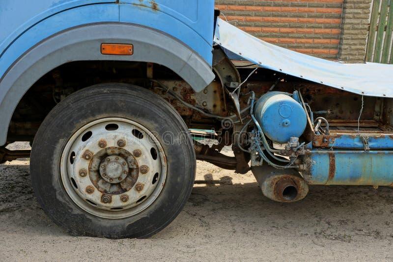 一部分的有的一辆老卡车重要人物沙子 免版税库存照片