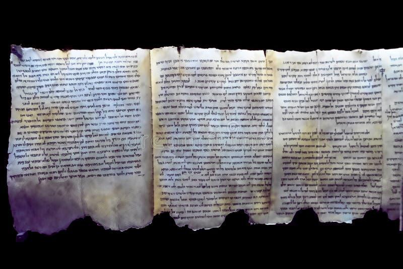 一部分的死海纸卷如被陈列在博物馆Qumran,约旦河西岸的解决在以色列 图库摄影