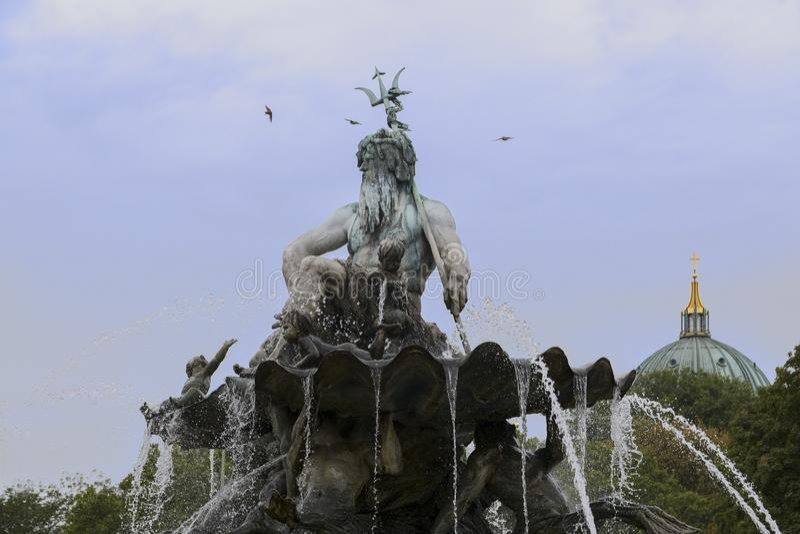 一部分的海王星喷泉在有希腊神的Poseid柏林 免版税图库摄影