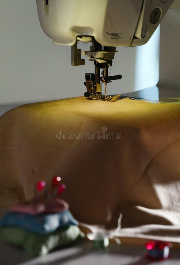 一部分的缝纫机特写镜头 库存图片