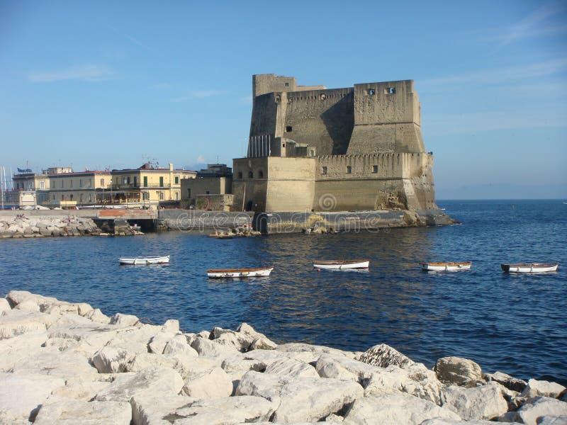 一部分的Ovo的castel从街道Partenope的在那不勒斯 意大利 免版税图库摄影