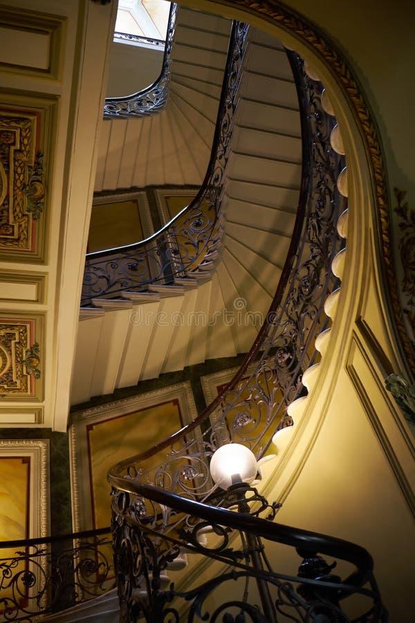 一部螺旋形楼梯在Eliseev兄弟的房子里 库存图片