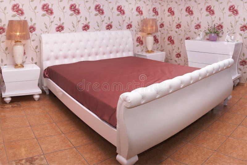 一间现代卧室的美好的内部 库存图片