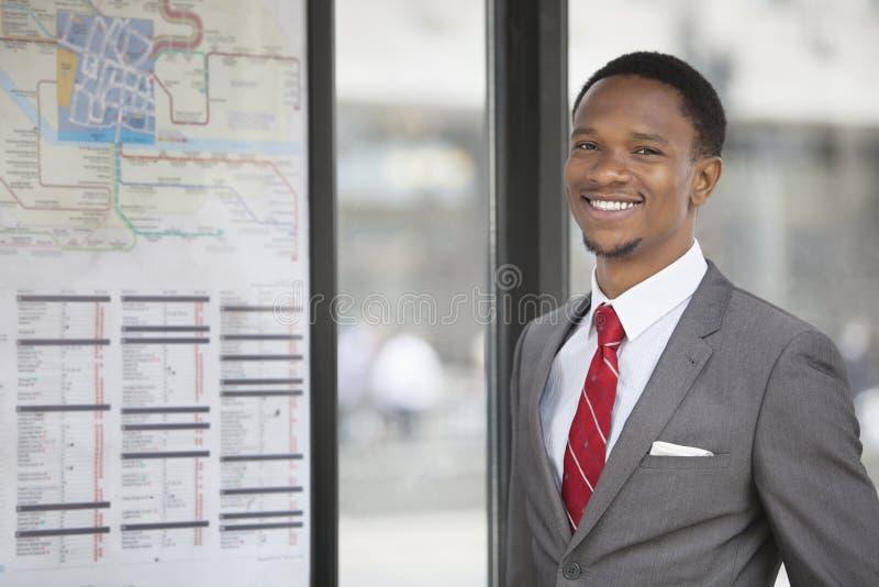 一非裔美国人年轻商人微笑的画象 库存照片