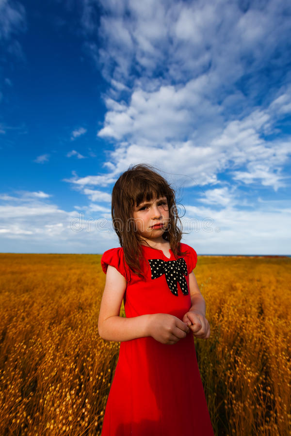 一件五颜六色的礼服的女孩 库存照片