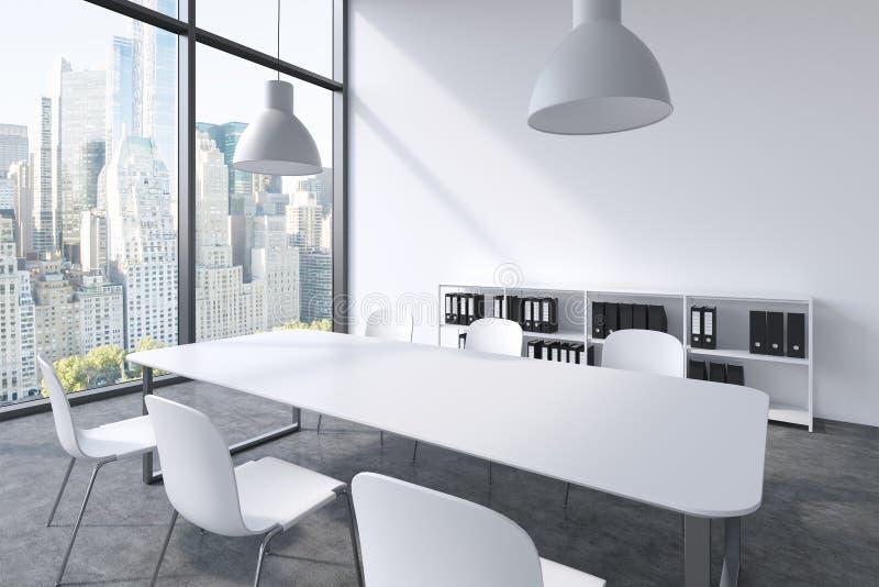 一间会议室在一个现代全景办公室在纽约 白色桌、白色椅子、两个白色云幂灯和书橱 库存例证
