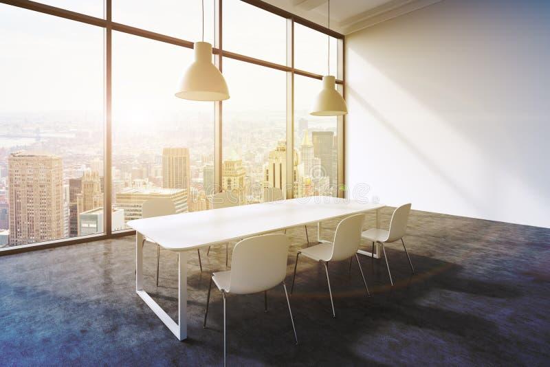 一间会议室在一个现代全景办公室有纽约视图 白色桌、白色椅子和两个白色云幂灯 3d 库存例证