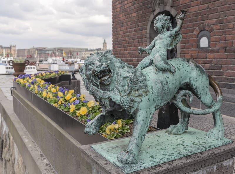 一头狮子的男孩从斯德哥尔摩城镇厅 免版税图库摄影