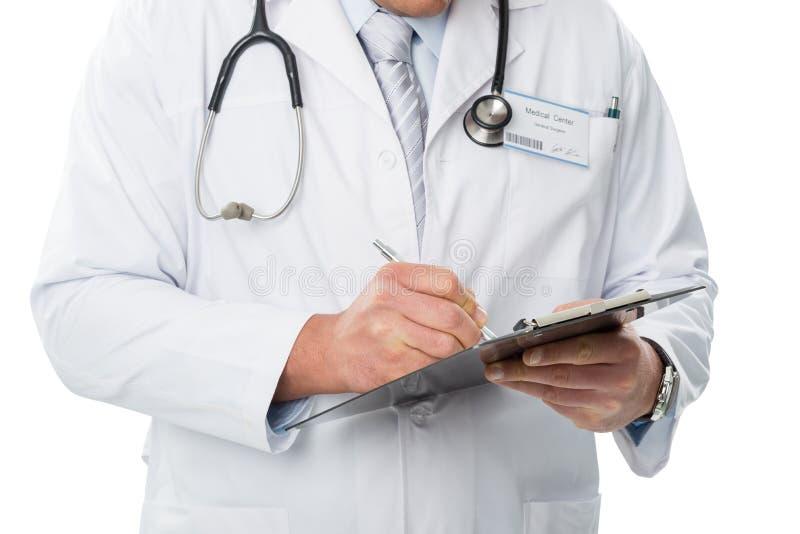一件白色外套的医生,给文件夹,细节照片写 库存图片