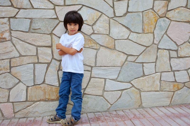 一件白色衬衣的男孩 库存照片