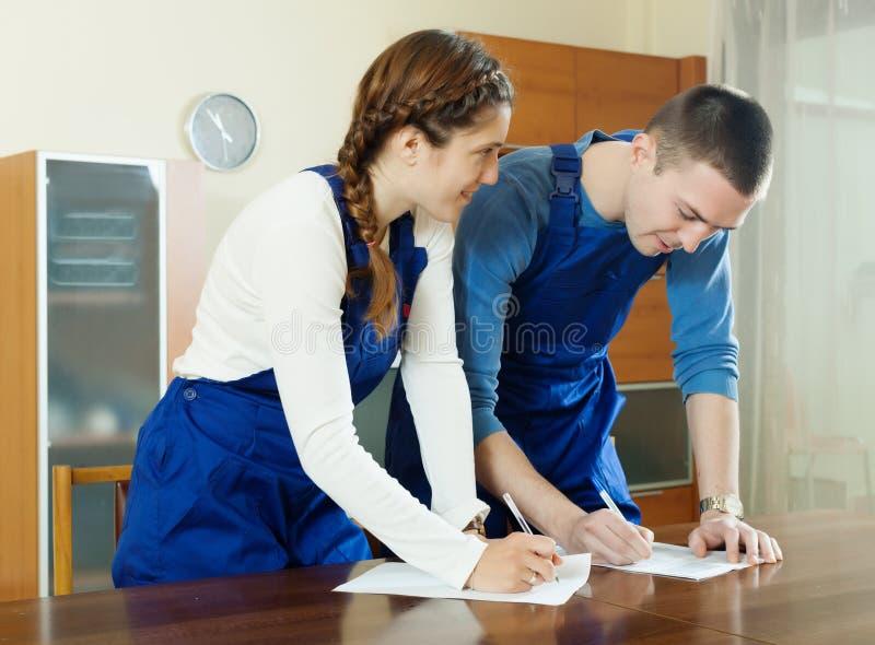 一致的装填的工作者在查询表 库存照片