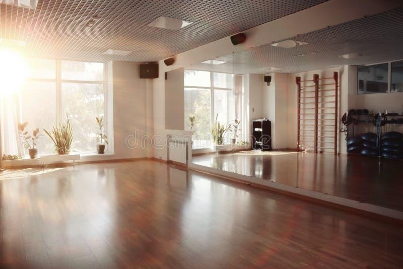 一间空的健身房的内部 库存图片