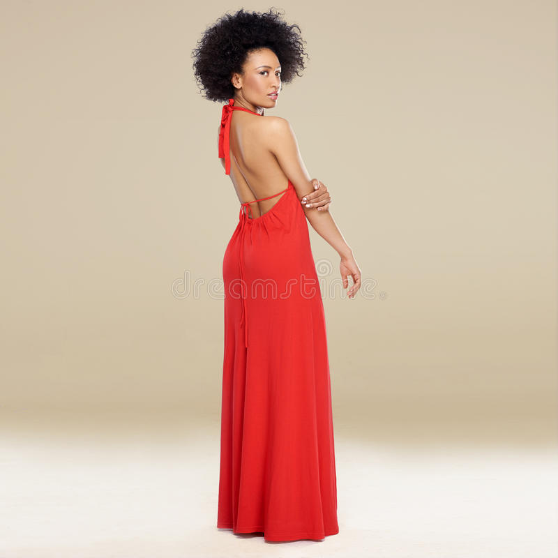 一件红色褂子的典雅的非裔美国人的妇女 免版税库存图片