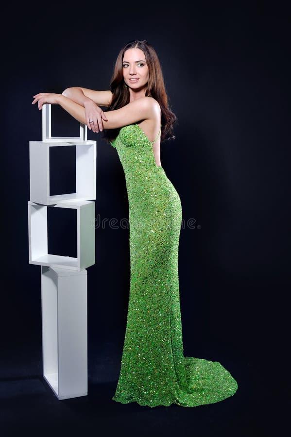 一件绿色礼服的妇女 库存照片