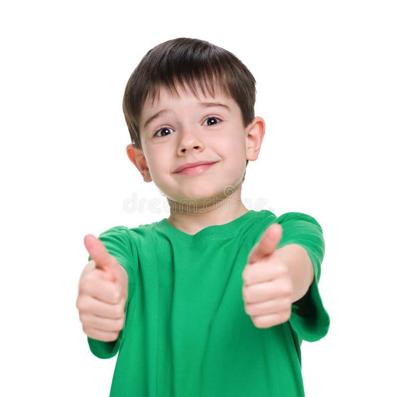 一件绿色衬衣的小男孩 免版税库存照片