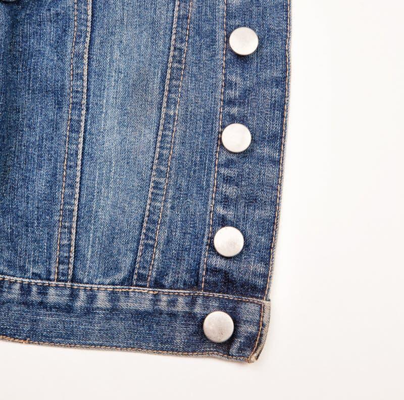 一件蓝色牛仔布夹克的特写镜头 免版税库存图片