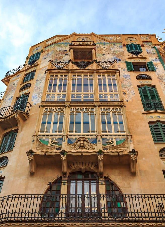 一buidling的门面与安东尼Gauid在帕尔马启发了建筑学设计在马略卡西班牙 库存照片