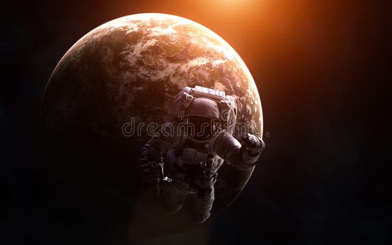 一exoplanet的背景的宇航员在温暖的光的 图象的元素由美国航空航天局装备 免版税库存照片