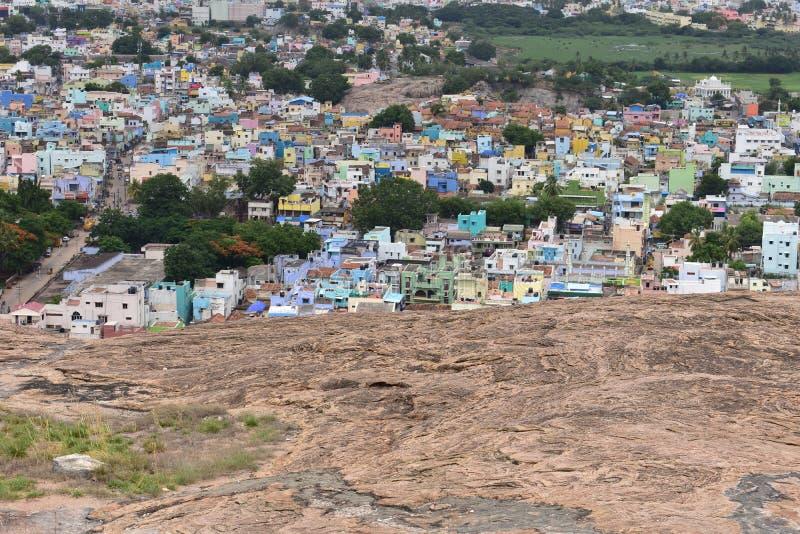 丁迪古尔,Tamilnadu,印度- 2018年7月13日:在fortf顶部的寺庙 图库摄影
