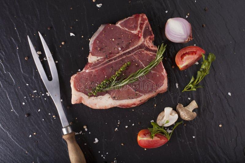 Download 丁骨牛排裁减 库存照片. 图片 包括有 剪切, 刀子, 土豆, 部分, beeves, 准备, 蘑菇, 贝多芬 - 59107242
