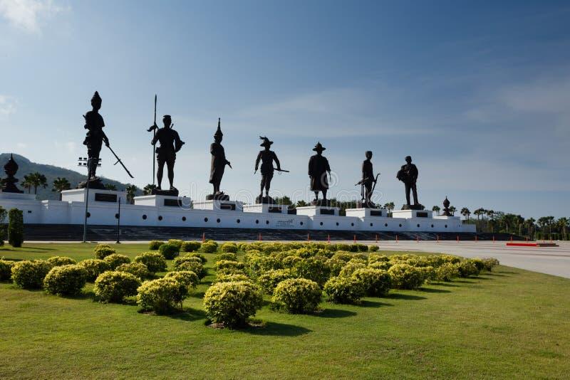 七位国王雕象Rajabhakti公园的华欣泰国 免版税库存图片