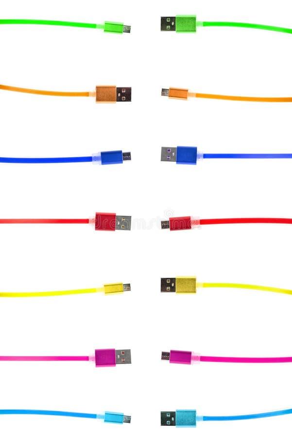 七多彩多姿的usb缆绳,与在微小下的连接器,指向往彼此的缆绳的不同的末端,在a 免版税库存图片