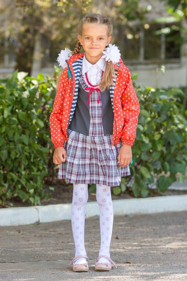 七年高中女孩画象在学校 免版税库存图片