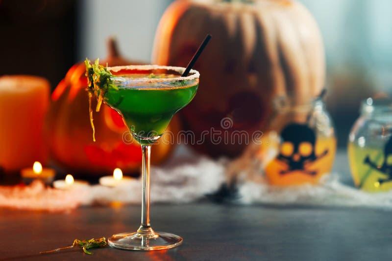 万圣夜党的明亮的鲜美鸡尾酒, 库存照片