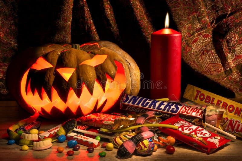 万圣夜南瓜和棒棒糖 库存图片