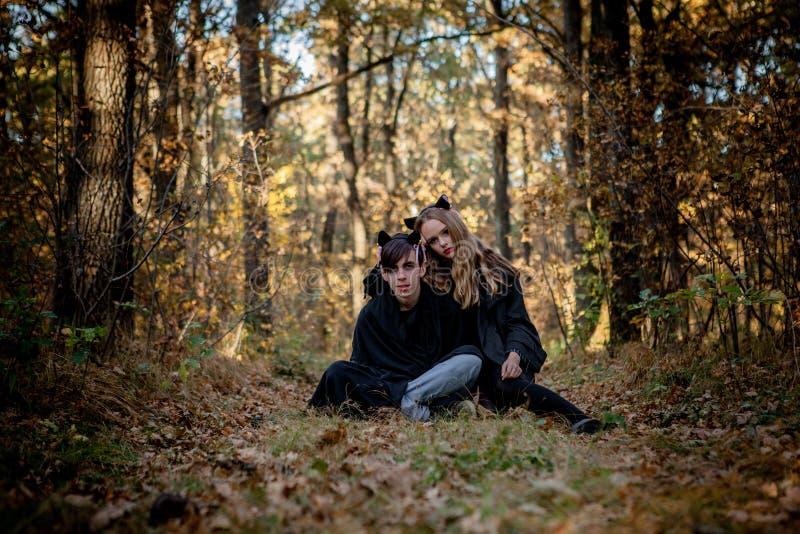 万圣夜是一个吸血鬼和凶手在森林 免版税库存照片