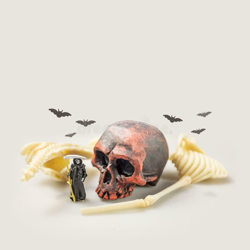 万圣夜邪恶的微型形象死亡想法概念 免版税库存图片