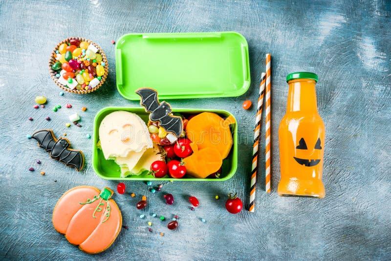 万圣夜食物,学校午餐箱子 免版税库存照片