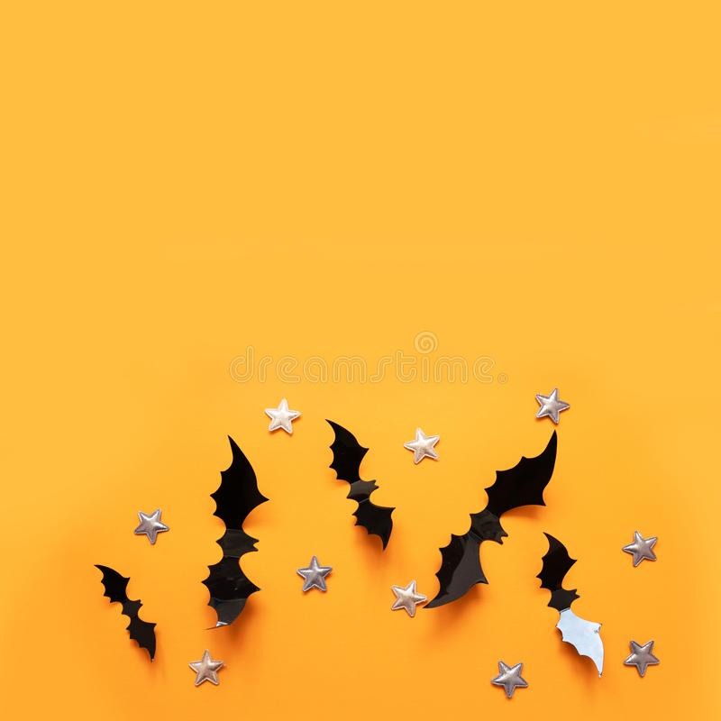 万圣节平展放置黑纸棒飞行和金星的构成 免版税库存照片