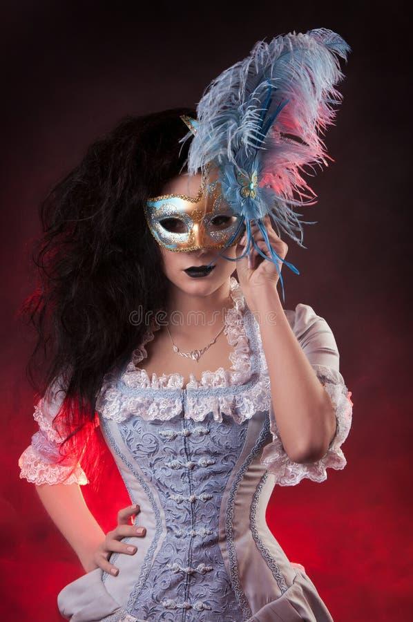 万圣节有威尼斯式屏蔽的吸血鬼妇女 库存照片