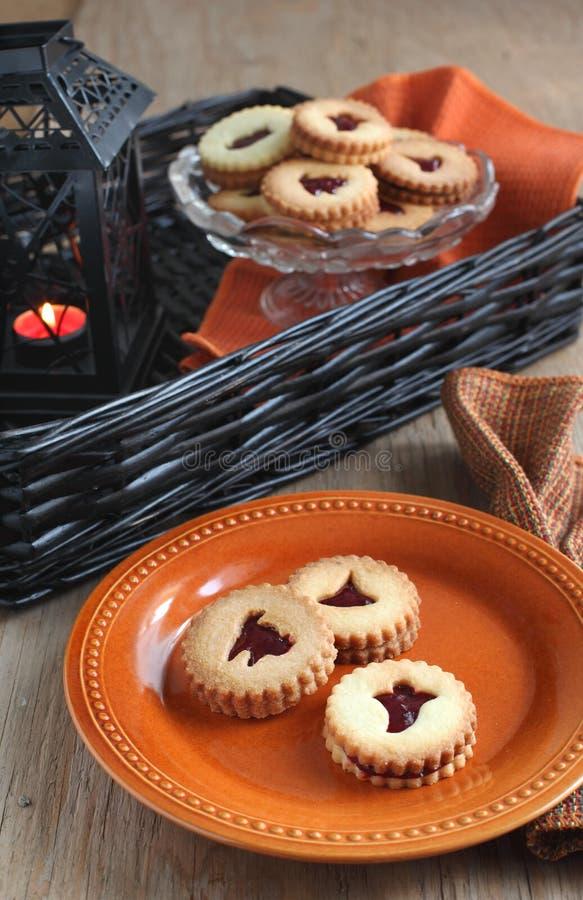 万圣节的Linzer曲奇饼 库存照片
