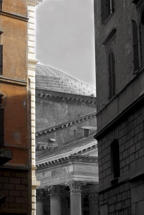万神殿在混杂的罗马颜色和黑白 库存照片