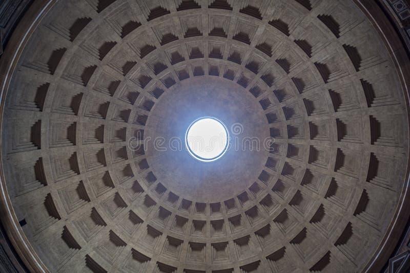 万神殿的圆顶的内部视图在罗马,意大利 库存例证