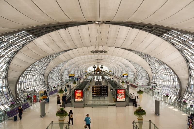 素万那普机场的离开大厅 免版税库存图片