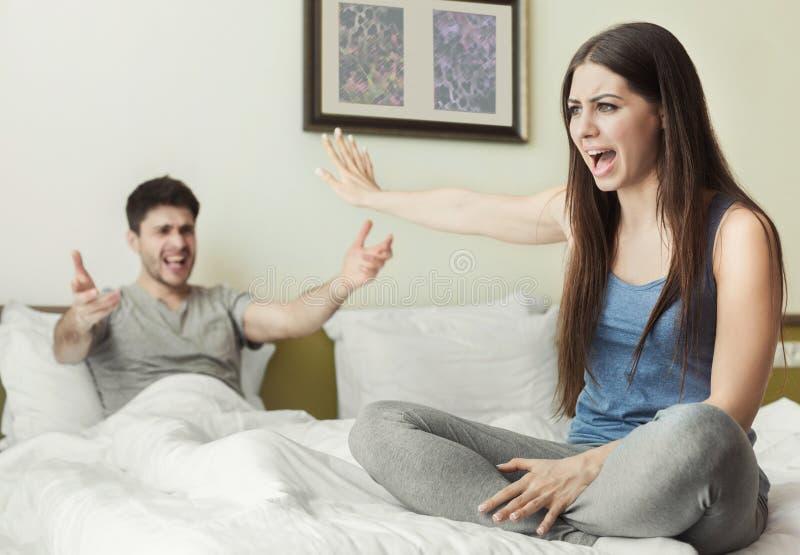 丈夫和妻子争论互相 免版税库存图片