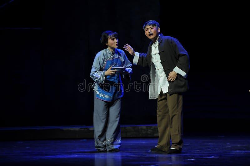 丈夫和妻子谈论对抗措施江西歌剧杆秤 免版税库存图片