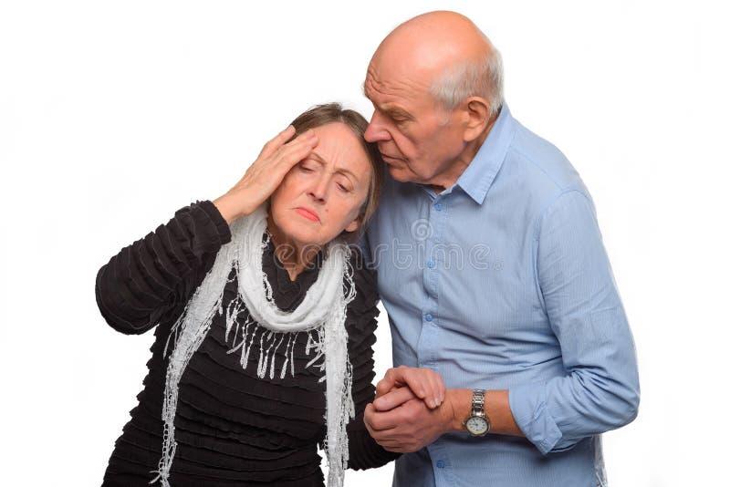 丈夫支持他的痛苦配偶 库存图片