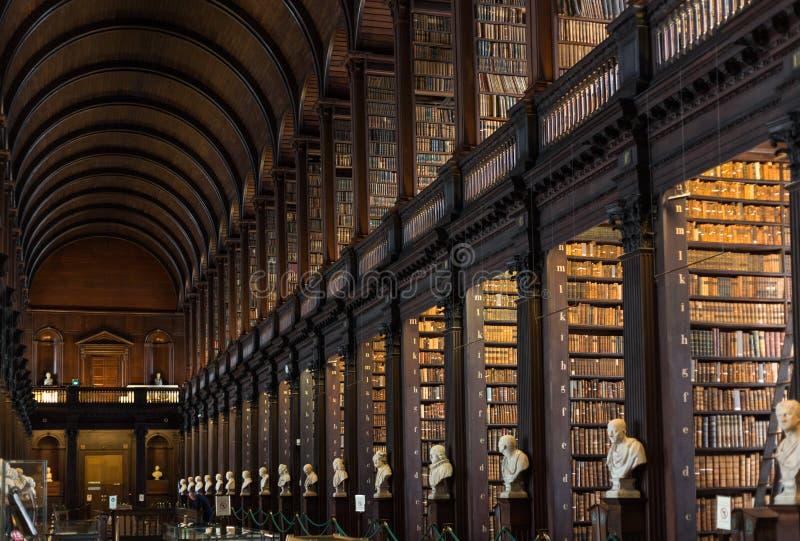 三一学院图书馆内部,都伯林 免版税库存照片