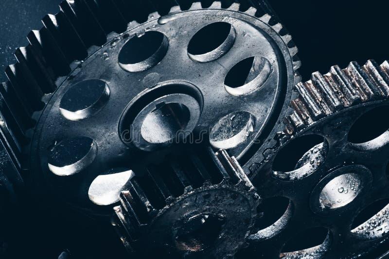 三个大金属齿轮 免版税库存照片