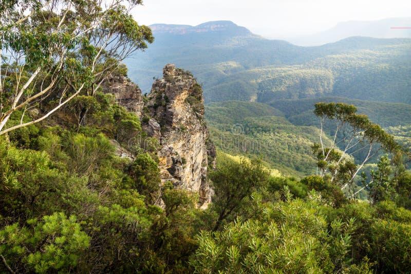 三个姐妹的两岩层从Spooners监视,新南威尔斯,澳大利亚的 免版税库存图片