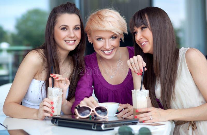 三个少妇 免版税库存图片
